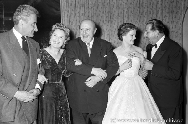 Magda und Romy Schneider mit Kollegen 1954
