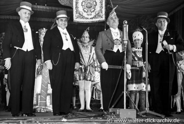 Altes und neues Dreigestirn bei der Prinzenproklamation