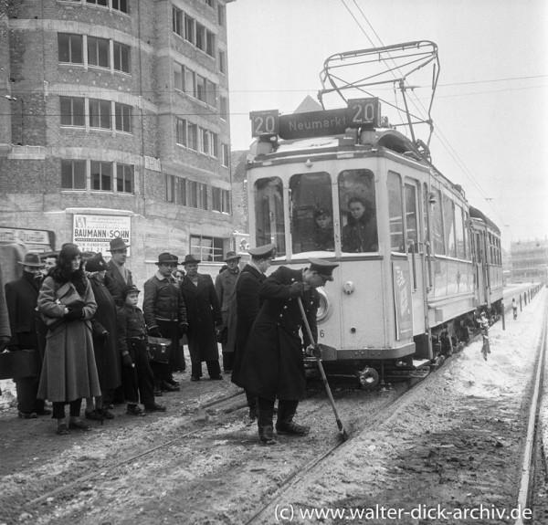"""Schnee und Eis stoppen die Kölner Linie """"20"""""""