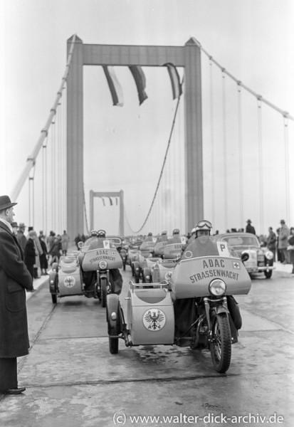 ADAC Straßenwacht bei der Eröffnung der Köln-Rodenkirchener Rheinbrücke 1954