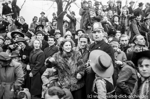 Kölner Polizist beim Rosenmontagszug