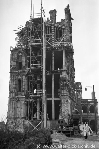 Sicherung und Wiederaufbau des Rathausturmes 1951