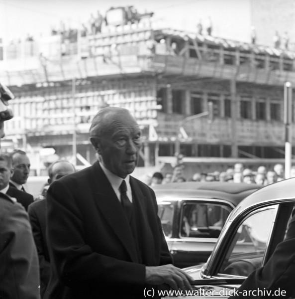 Konrad Adenauer auf dem Weg zum Empfang für Präsdient Kennedy 1963