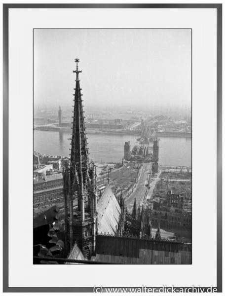 E25 - Blick vom Kölner Dom über den Rhein 1946
