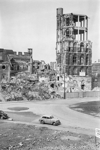 Die Ruine des Kölner Rathausturmes