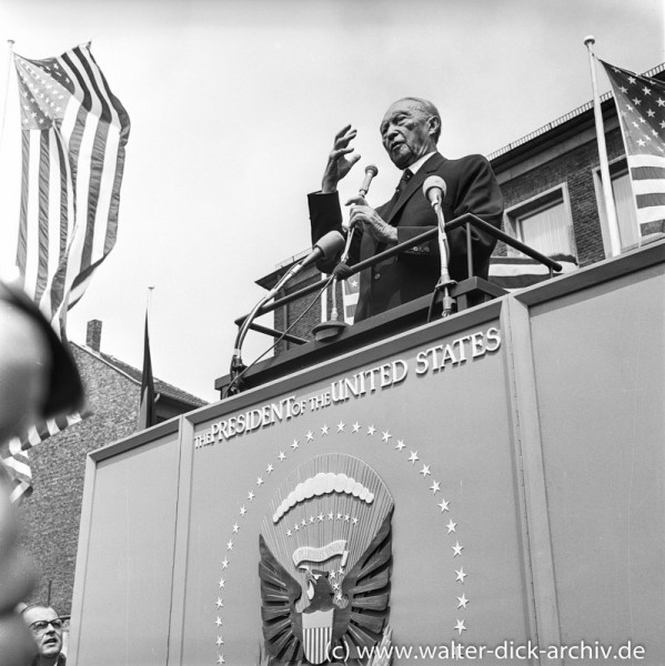 Bundeskanzler Adenauer begrüßt Präsident Kennedy in Köln 1963