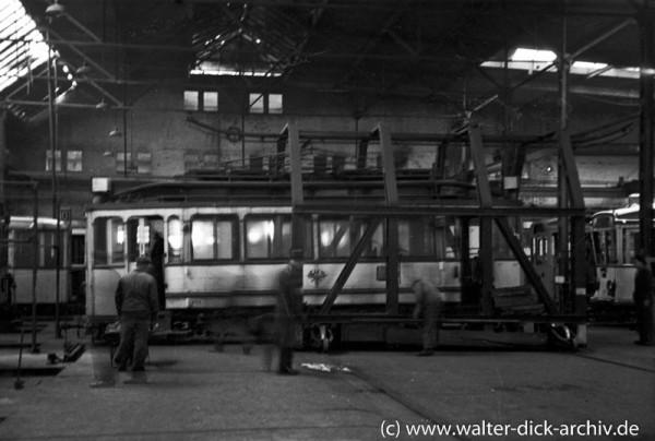 Verschiebebühne in der Halle der Kölner Straßenbahnen