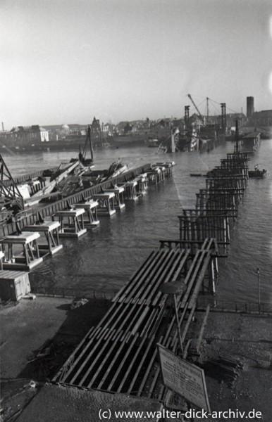 Deutzer Brücke und Tausendfüßlerbrücke