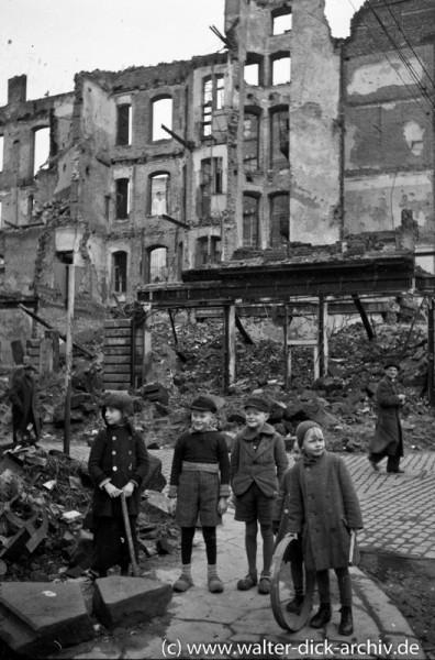 Kinderspielplatz - Trümmer der Kölner Altstadt