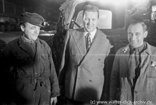 Henry Ford II mit Kölner Ford Arbeitern