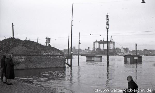 Hochwasser beim Bau der Deutzer Brücke