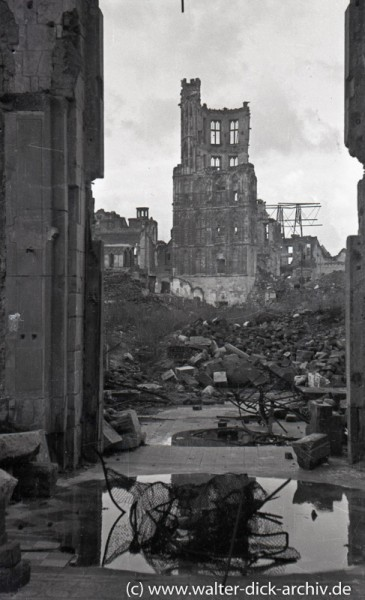 Die Ruine des Rathausturms