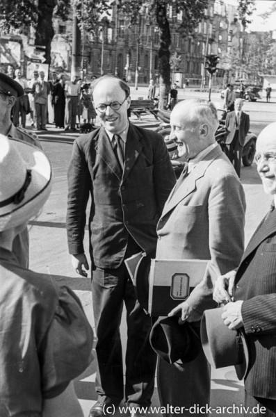 Lord Pakenham mit Hermann Pünder