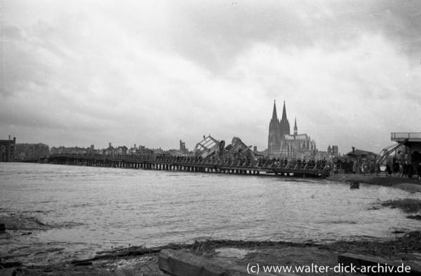 Behelfsbrücke über den Rhein in Köln