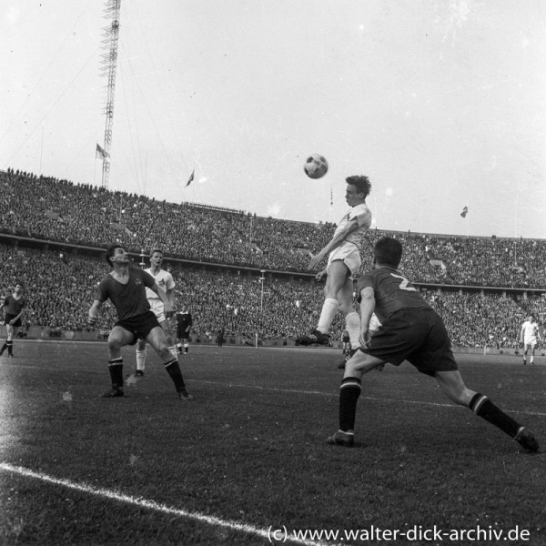 Endspiel 1962 - Christian Müller köpft aufs Tor