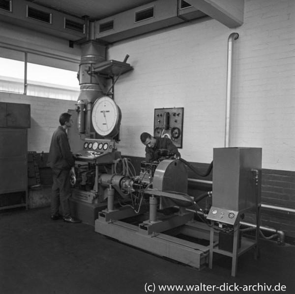 Ausbildung an einem Prüfstand bei Ford in Köln