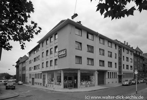 Buchvertrieb im Kölner Kunibertsviertel 1958