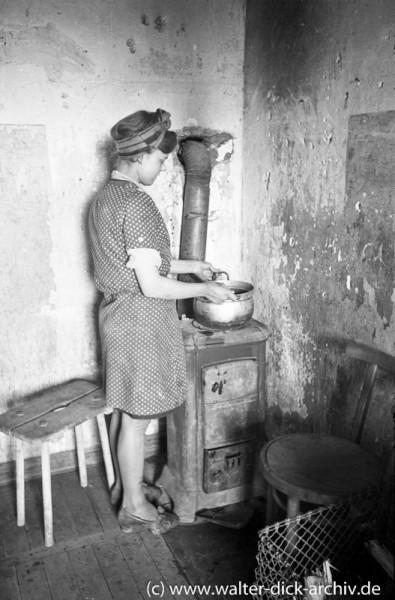 Zimmerofen als Wärmequelle und Kochstelle in Köln