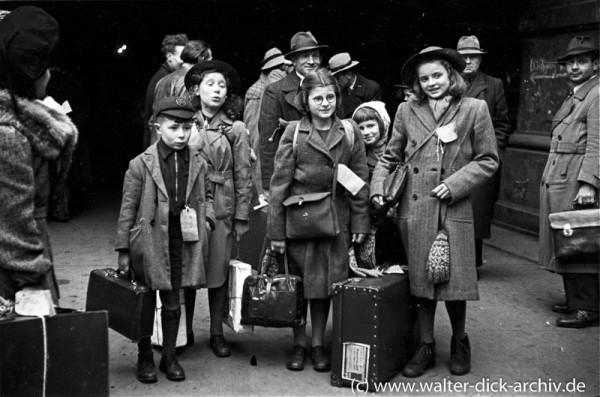 Kölner Kinder auf dem Weg in die Schweiz