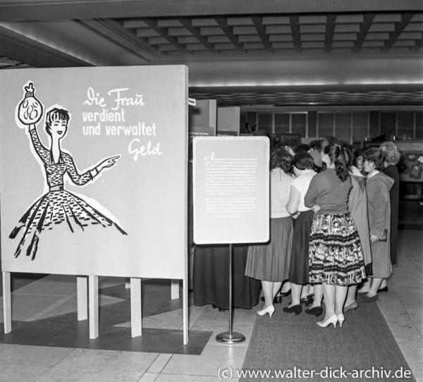 """Ausstellung """"Die Frau und das Geld"""""""