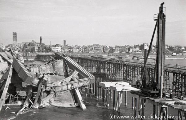 Dampframme und Trümmerräumung beim Bau der Deutzer Brücke