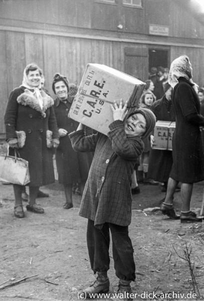 Verteilung von CARE Paketen 1947