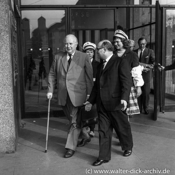 Minister Seebohm mit Schülerlotsinnen 1962