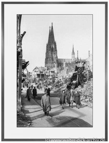 E03 - Hohe Straße mit Kölner Dom 1947