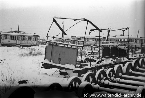 Demolierte Fahrzeuge im Kölner Straßenbahndepot