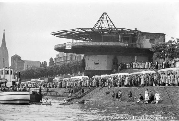 Zuschauer bei der Köln-Mülheimer Gottestracht