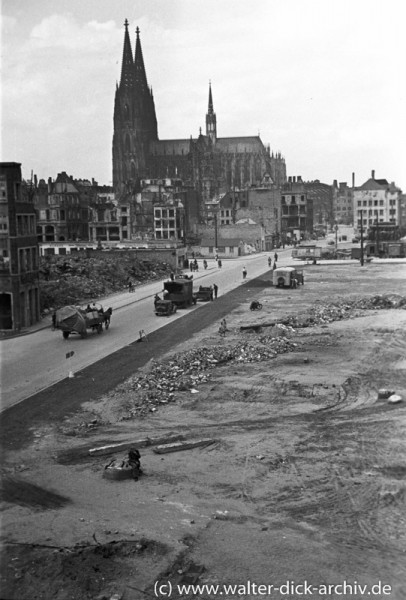 Trauriger Durchblick vom Heumarkt zum Kölner Dom