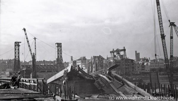 Trümmerräumumg der Hängebrücke