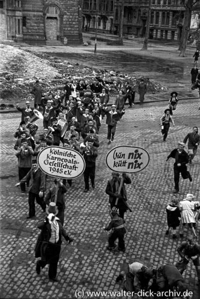 Karnevalsjecke vor St. Michael