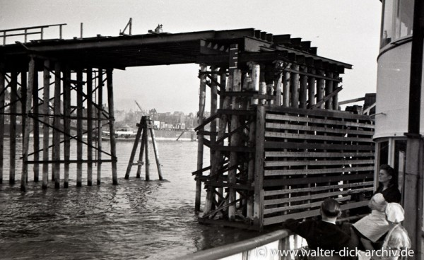"Reste der ""Tausendfüßlerbrücke"""