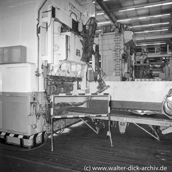 Transfer eines Werkstücks bei Ford in Köln