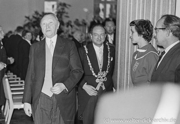 Der Kanzler kommt. 1955
