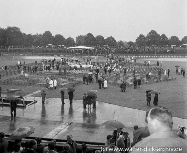 Kölner Radrennbahn mit Boxring 1968