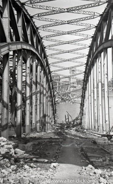 Zerstörte Hohenzollernbrücke