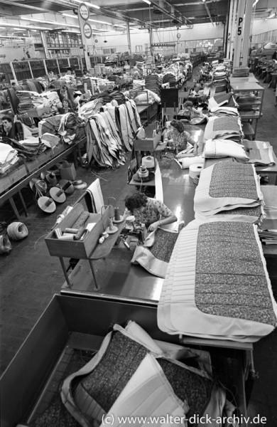 Stofflager in der Polsterei der Fordwerke Köln