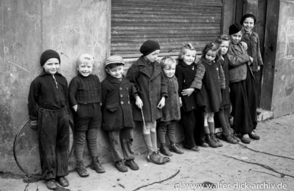 "Kölner Kinder 1946: Zehn ""Kölsche Pänz"""