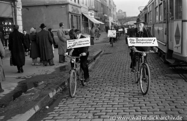Demonstration gegen die Wiederbewaffnung