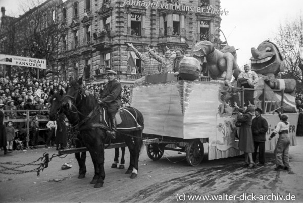 Festwagen im Rosenmontagszug 1951