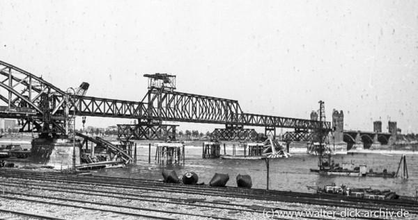 Wiederaufbau der Südbrücke
