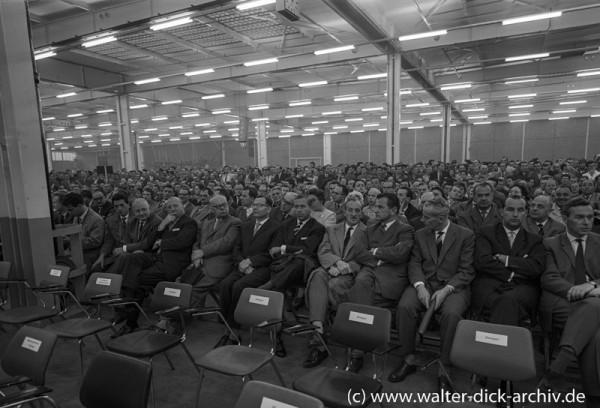 Vor dem Eintreffen der Ehrengäste beim Jubiläum der Kölner Ford Werke