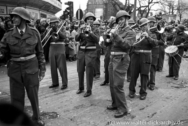 Militärpersiflage im Rosenmontagszug