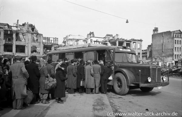 Postbus von Köln nach Blatzheim