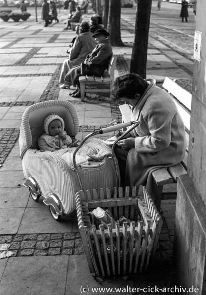 Ein Päuschen auf dem Neumarkt-1959
