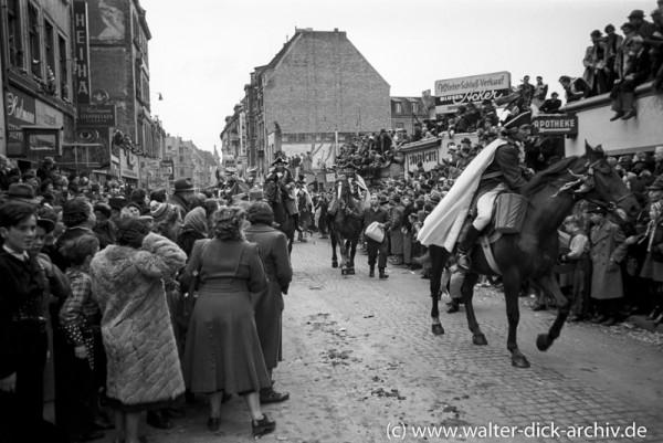 Berittene Ehrengarde beim Kölner Rosenmontagszug