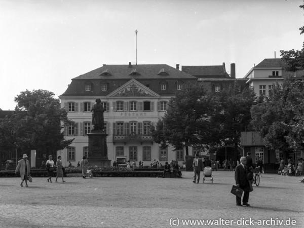 Hauptpostamt in Bonn 1965