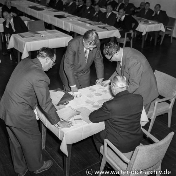 Stimmenauszählung im Stadtrat 1956